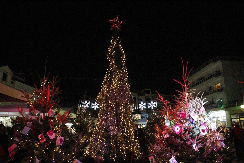 Το εορταστικό κλίμα των Χριστουγέννων ξεκινά από το Αίγιο και ... 2a8390b9926